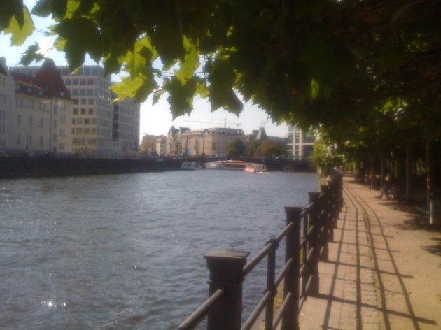 berlin_canal_walkway