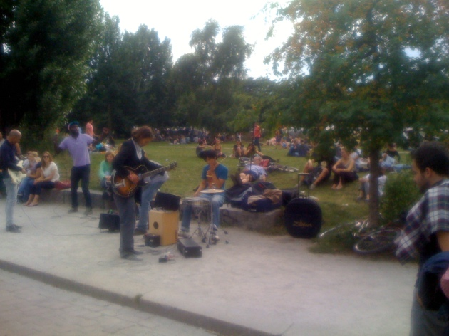 crowd_musicians_mauerpark_sundays