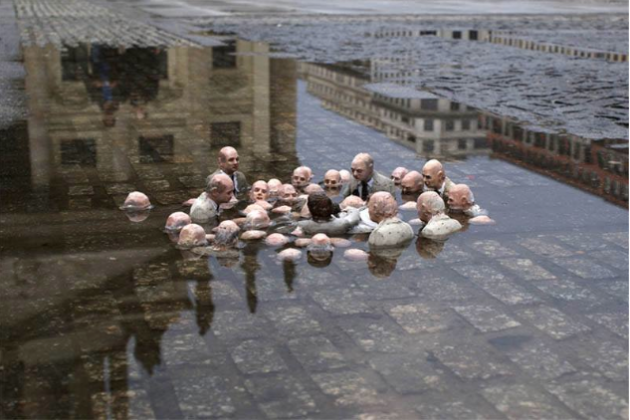 Issac Cordal Politicians Discussing Global Warmingl