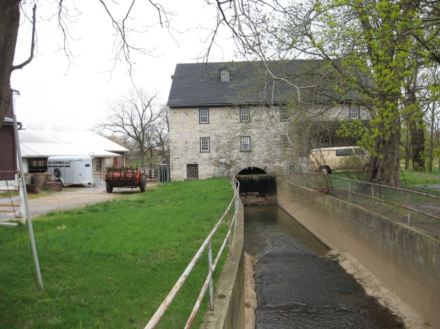 Amish_canal_under_house