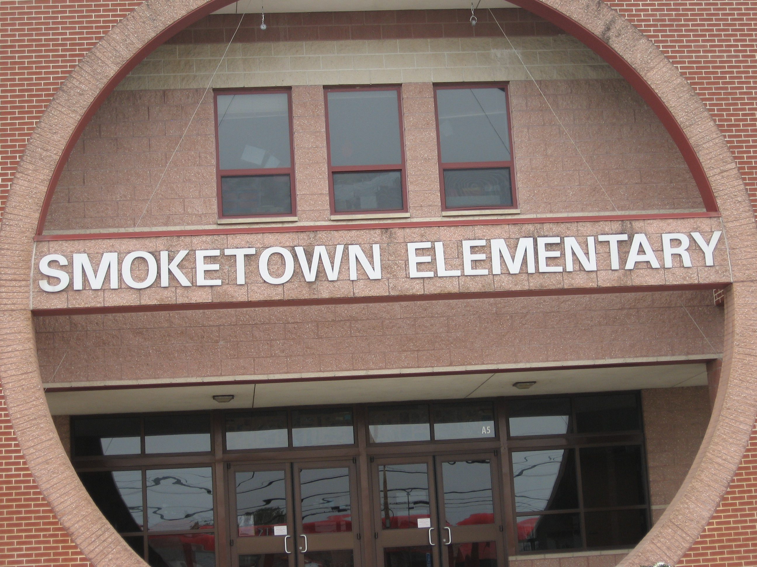 smoketown girls A smoketown public art project commissioned by the kentucky museum of art   girls club of kentuckiana (bgck) club and their corporate headquarters on the.