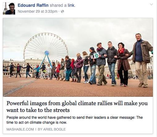 10000 people form a human chain Place de la République